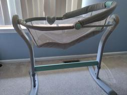 Summer swaddleme bassinet light grey and teal white with bab